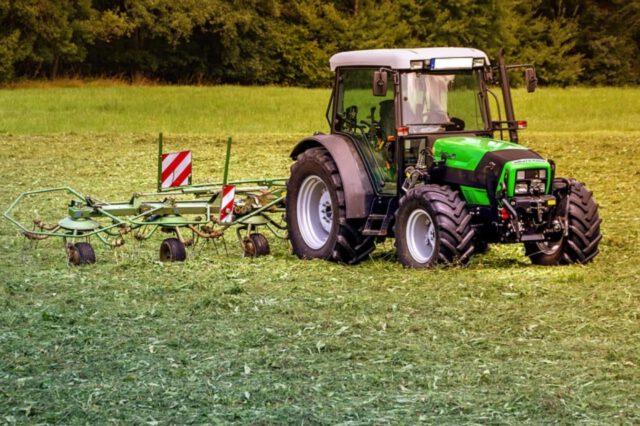 Symulator jazdy traktorem i jego zalety