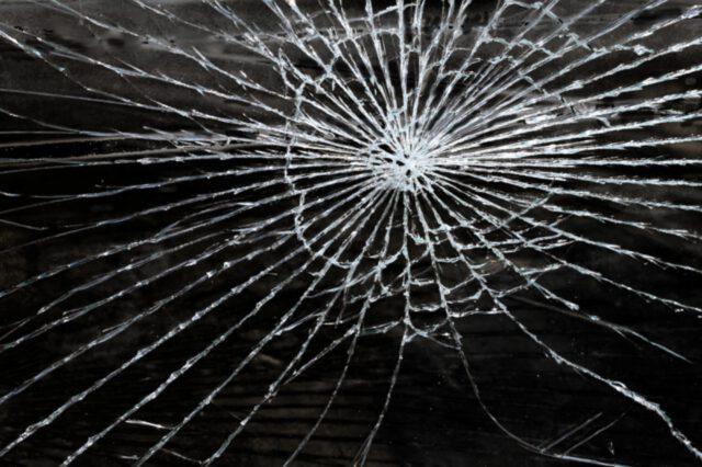 Czy można odkleić szkło hartowane?